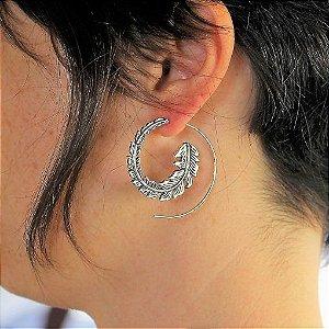 Brinco Indiano espiral banhado a prata com pino em aço inox antialérgico Bali.