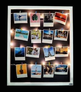 Quadro de fotos varal 55x45cm + 12 Fotos Polaroids + LED