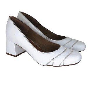 Sapato Branco com Detalhes Prata