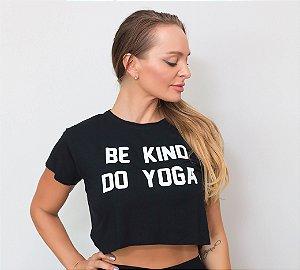 T-shirt Yoga Cropped Preta - Be kind Do yoga