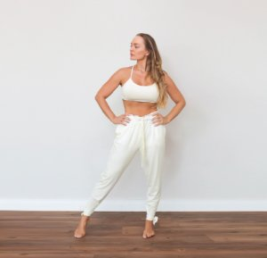 CALÇA YOGA FLOW OFF WHITE COM BERMUDA