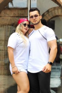 Camiseta Long Rasgadinha Ombro