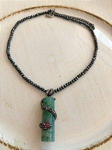 Colar Cristal pingente jade verde cobra.