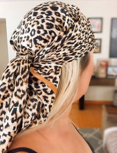Lenço seda animal print marrom