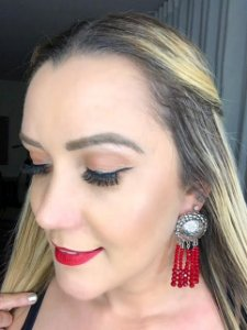 Brinco Thassia Naves cristais red