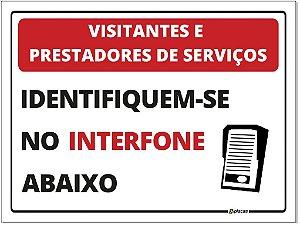 Placa - Visitantes e prestadores de serviço - Identifique-se no interfone abaixo