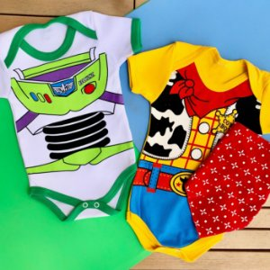 Kit Body Bebê Gêmeos Toy Story Xerife Woody & Buzz