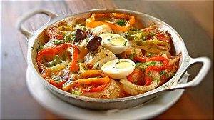 Bacalhoada (batata, cebola, azeitona preta, azeitona preta, ovo)
