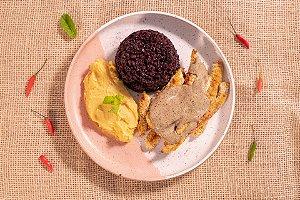 Isca de tilápia com hortelã, arroz negro e purê de banana-da-terra (glúten free) - 400g
