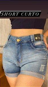 Shorts curto claro