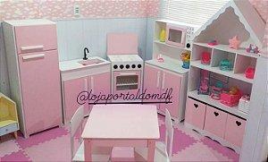 Kit Mobília Cozinha Infantil G 4 Peças + Casa Organizadora + Mesa Com 2 Cadeiras