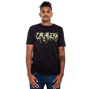 Camiseta Cavalera preto logo neon
