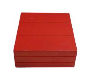 Caixa quadrada vermelha P