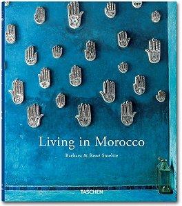 Livro Living in Morocco