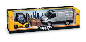 Brinquedo Miniatura Van Iveco Daily Com Empilhadeira Usual