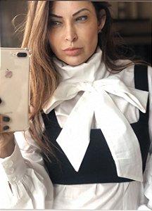 Blusa com amarração sobreposta