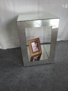 Mesa de Canto Espelhada Vazada