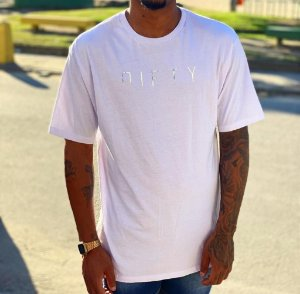 Camiseta Nifty Big Shoulder White Silver