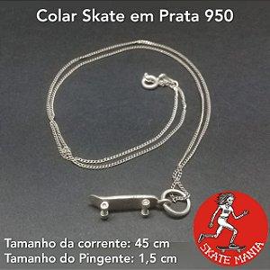 COLAR COM PINGENTE DE SKATE EM PRATA 950