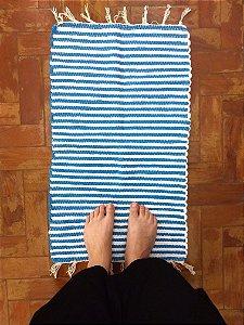 Tapetinho listrado azul e branco