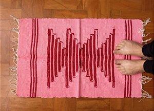 Tapetinho de bico rosa e vermelho