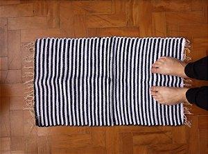 Tapetinho em malha listrada preto e branco