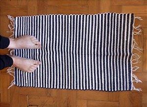 Tapetinho em malha listrada azul marinho e branco