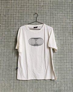 Camiseta O Futuro é Coletivo Offwhite