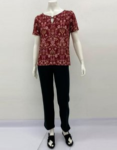 Blusa malha collete fit manga evasê decote com botões estampa Filetes