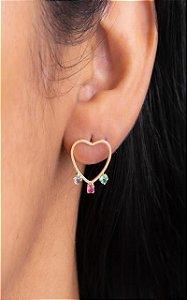 Coração vazado com três zircônias coloridas