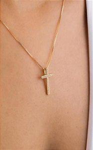 Colar cruz cravejado de zircônia médio