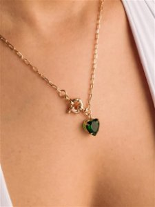 Colar corrente elos com fecho boia com coração de zircônia esmeralda