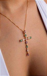 Colar de cruz e zircônias coloridas