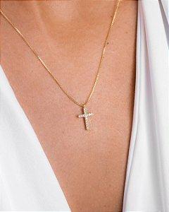 Colar de cruz com zircônias cravejadas