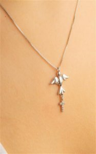 Colar com Divino Espirito Santo e cruz pequena de zircônias cravejadas