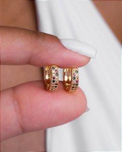Brinco de argola pequena com zircônias coloridas