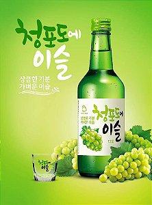 Soju Jinro Chamisul Sabor Uva Verde com Copo para Shot - 360ml
