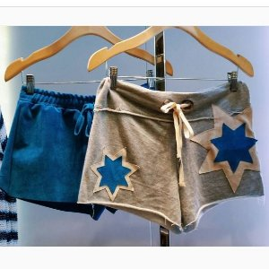 Shorts Moleton Bordado Couro