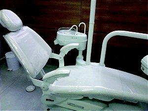 Capa para cadeira odontológica, modelada em plástico Transparente.