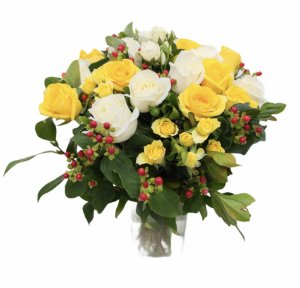 Jarra de rosas amarelas e brancas