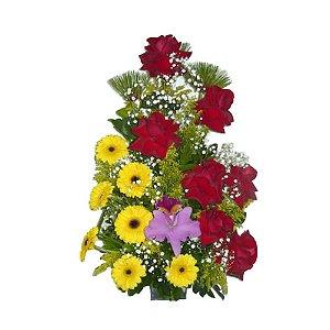 Arranjo de rosas , gerberas e orquidea