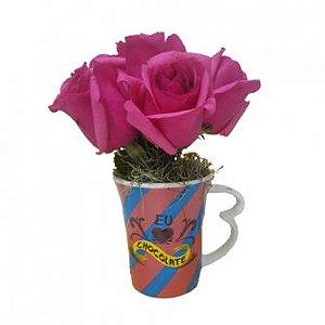 Rosas rosas na caneca