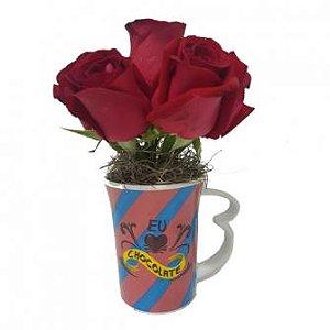 Rosas vermelhas na caneca