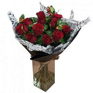 Bouquet vermelho no papel craft