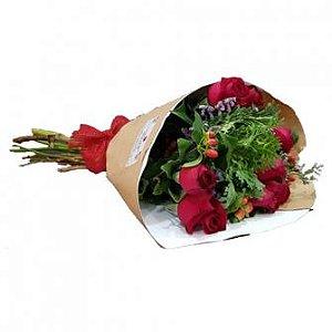 Rosas Vermelhas com Folhagens Nobres