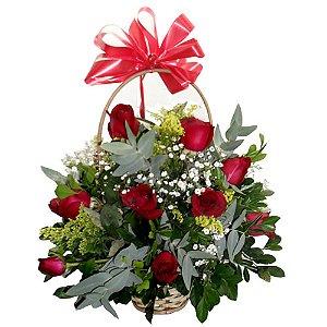 Cestinha de rosas vermelhas