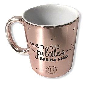Caneca QUEM FAZ PILATES BRILHA MAIS - Pink Metalizada