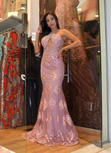 Vestido longo rose com aplicações e bordados
