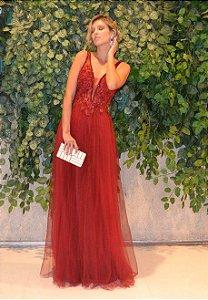 Vestido longo vermelho com aplicações e bordados