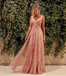 Vestido longo rosa com aplicações e bordados